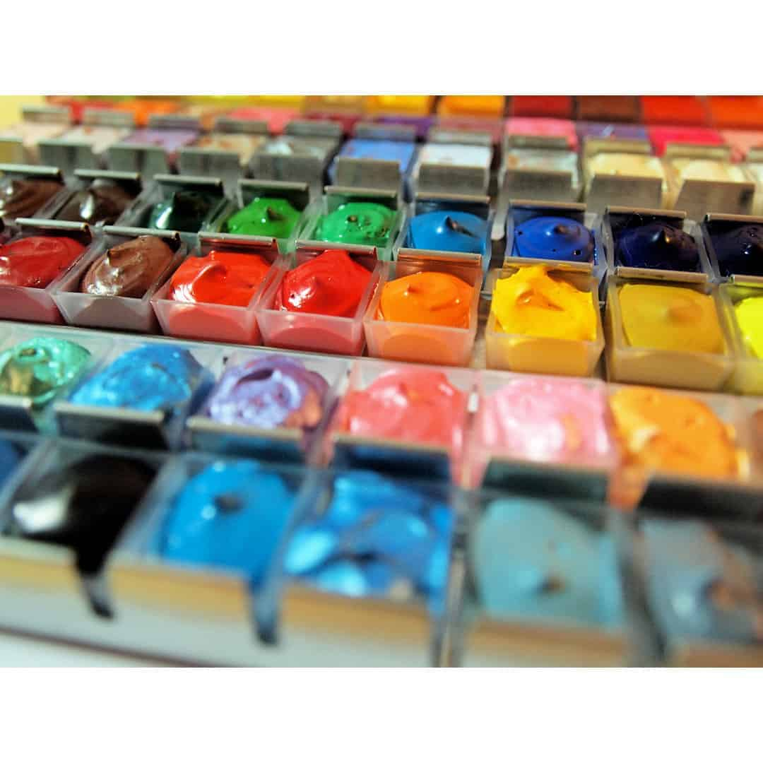 Frisch gefüllte Farbpalette